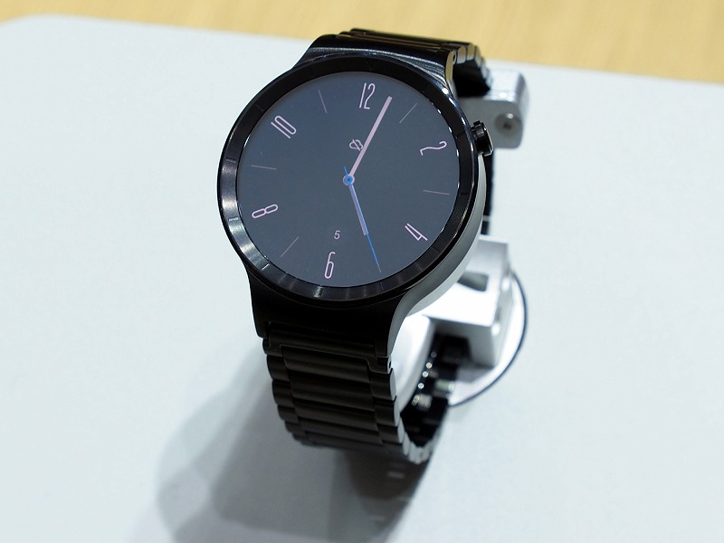 金属素材を採用し、質感の高さを売りにする「Huawei Watch」