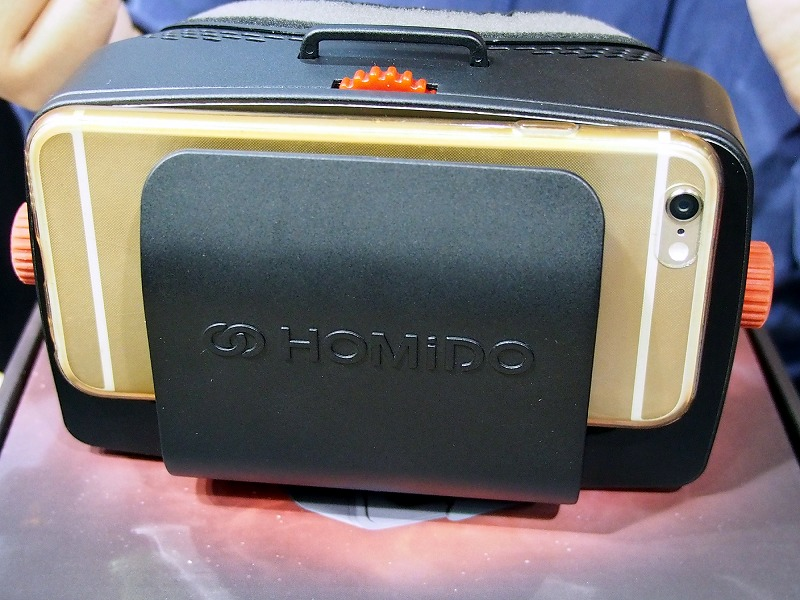 HOMiDOは、同社のVRヘッドセットとドローンを連携させるデモを行っていた