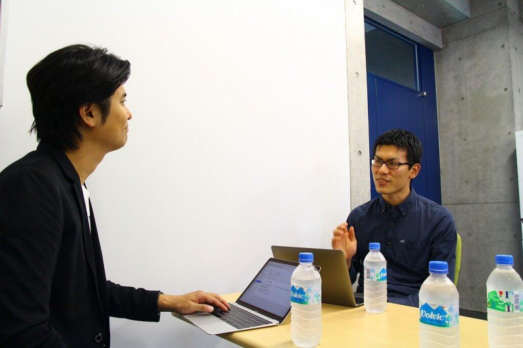 左:IoTNEWS代表 小泉耕二/右:エルピクセル株式会社 CEO島原佑基さん