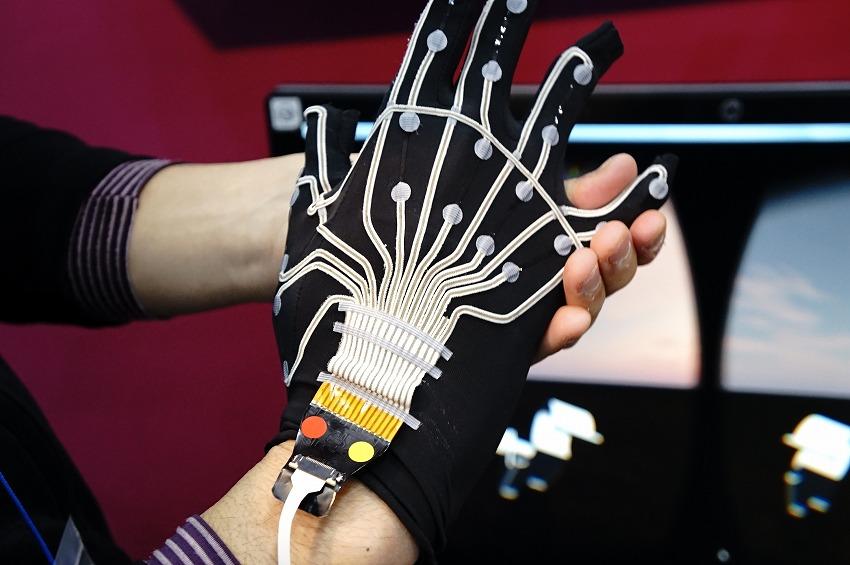 YAMAHA 指の動きを可視化するグローブシステム