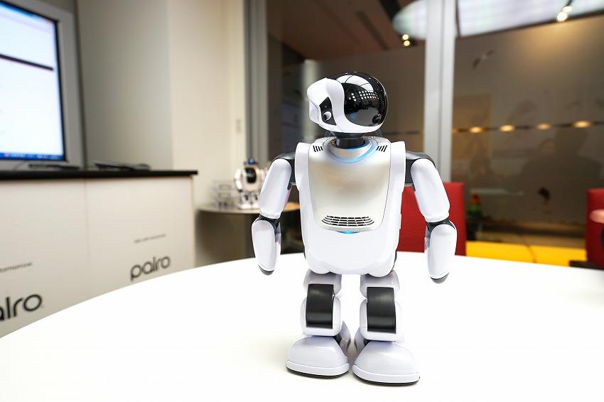 人工知能を搭載したコミュニケーションロボット「PALRO」の活躍の場は介護現場から 富士ソフト ロボット事業 事業部長 武居氏インタビュー