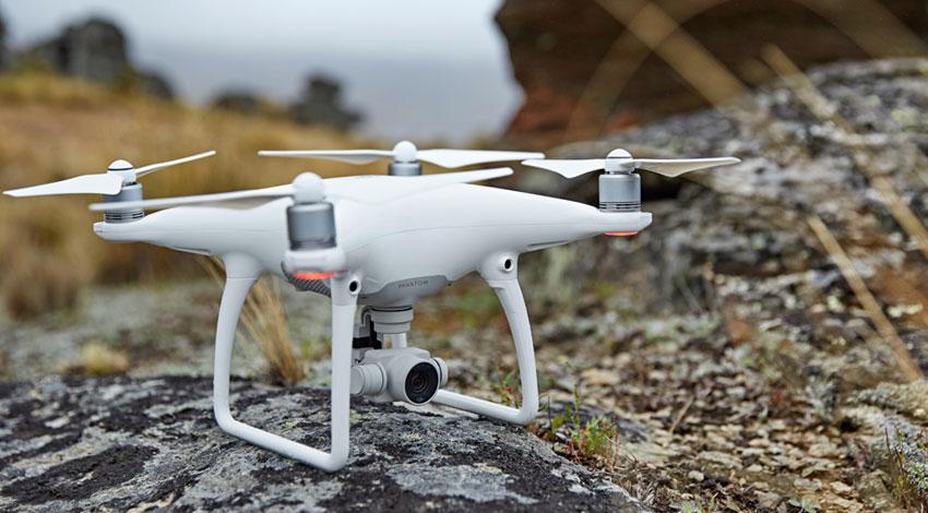 DJI、より簡単にプロフェッショナルレベルの空撮を実現するフライングカメラ「Phantom 4」発表