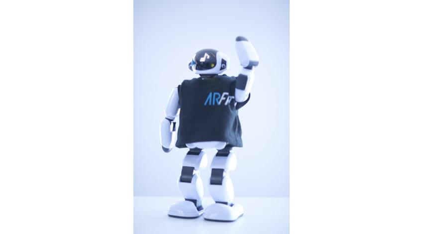 インシーク、コミュニケーションロボットPALROを機能訓練特化型デイサービスで活用