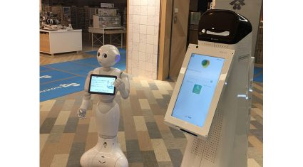日本のロボットPepperとアメリカのロボットNAVii™(ナビー)、協力してパルコで接客を実現