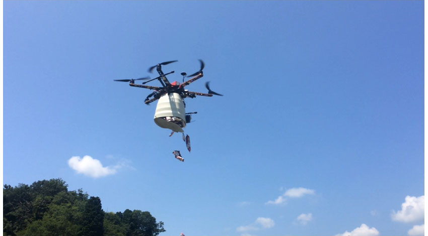 空創技研プロペラ、ドローンで空からお菓子を撒くサービスの提供を開始