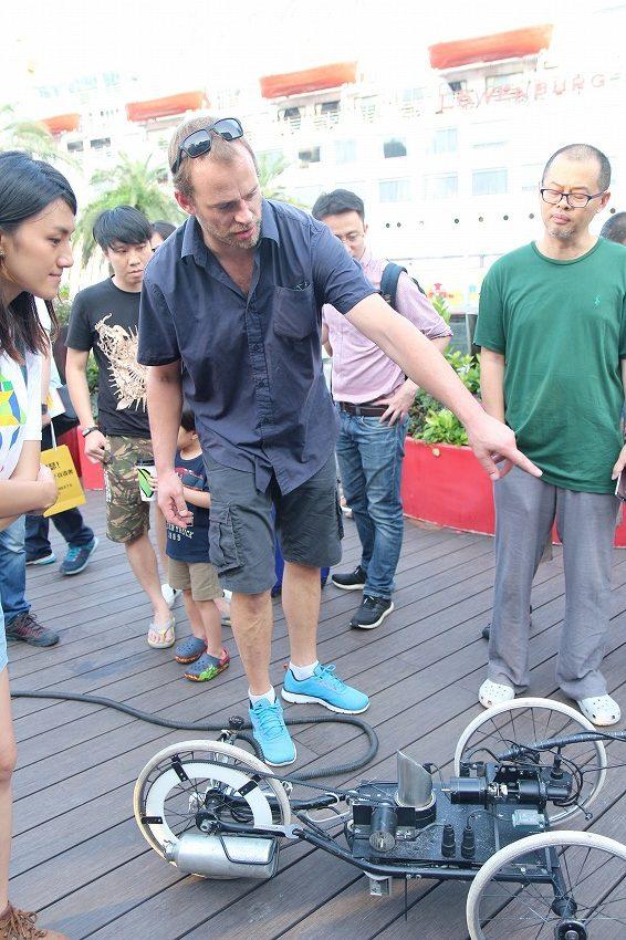 「詩が書けるロボット」、深圳メイカーフェアでの作品展示