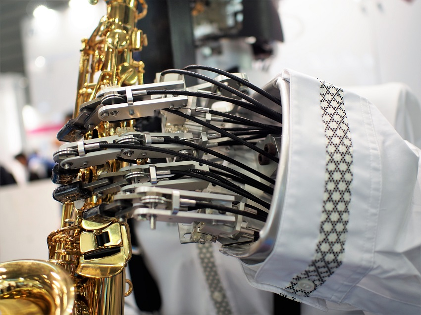 embed_sax_hand2