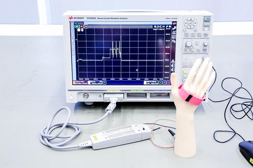 医療機器などの極小電流波形を見ることができる測定器、CX3324A