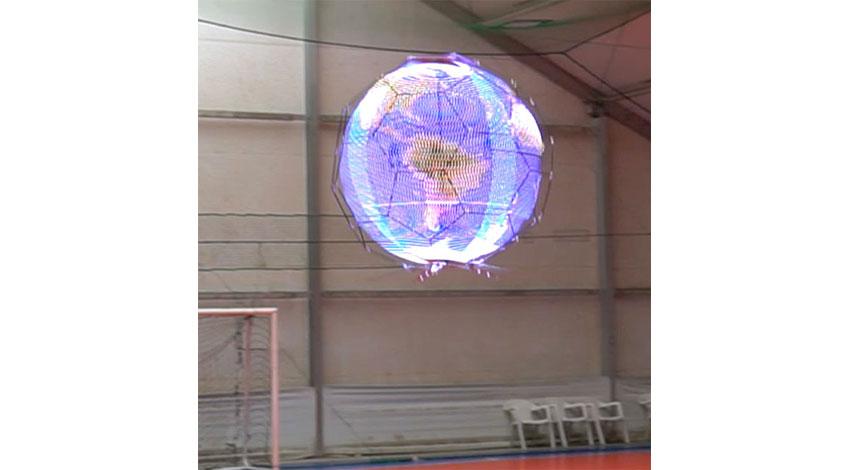 NTTドコモ、360度映像を表示しながら飛行可能な「浮遊球体ドローンディスプレイ」を開発