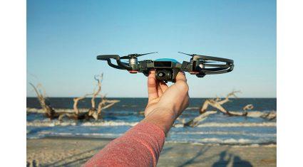 DJI、手の動きだけで操作が可能なミニカメラドローン「DJI SPARK」を発表