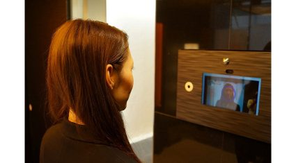 レオパレス21、顔認証のみでエントランスのロックを開錠できるシステムを導入