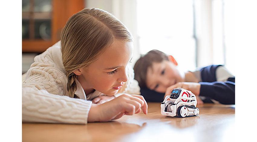 タカラトミー、小型AIロボット「COZMO(コズモ)」を日本で発売