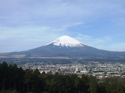 KDDI、富士山の登山をサポートするIoTを活用した実証実験