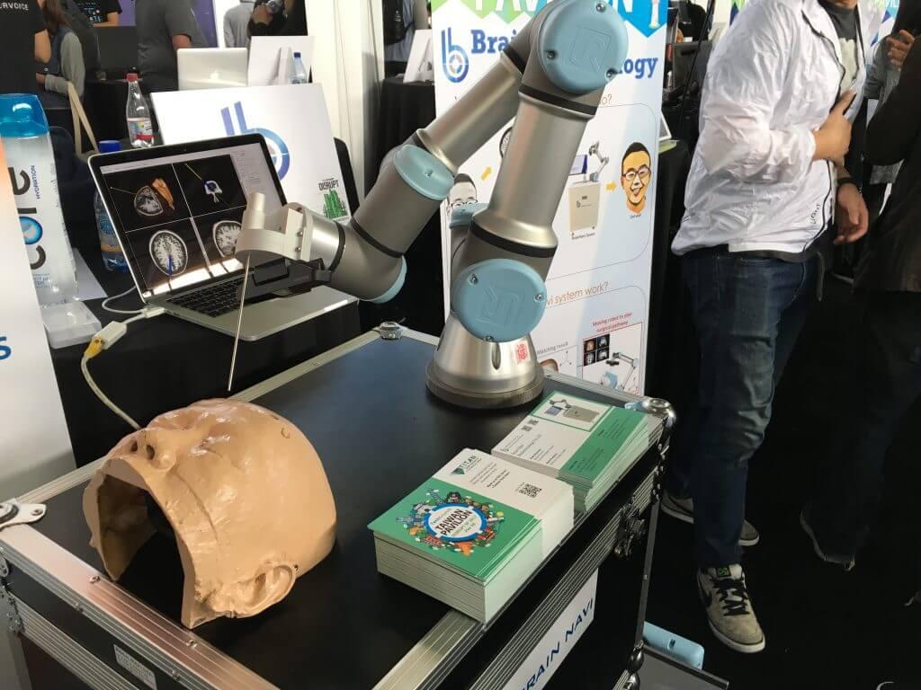Brain Naviu Biotechnology社のロボットアーム