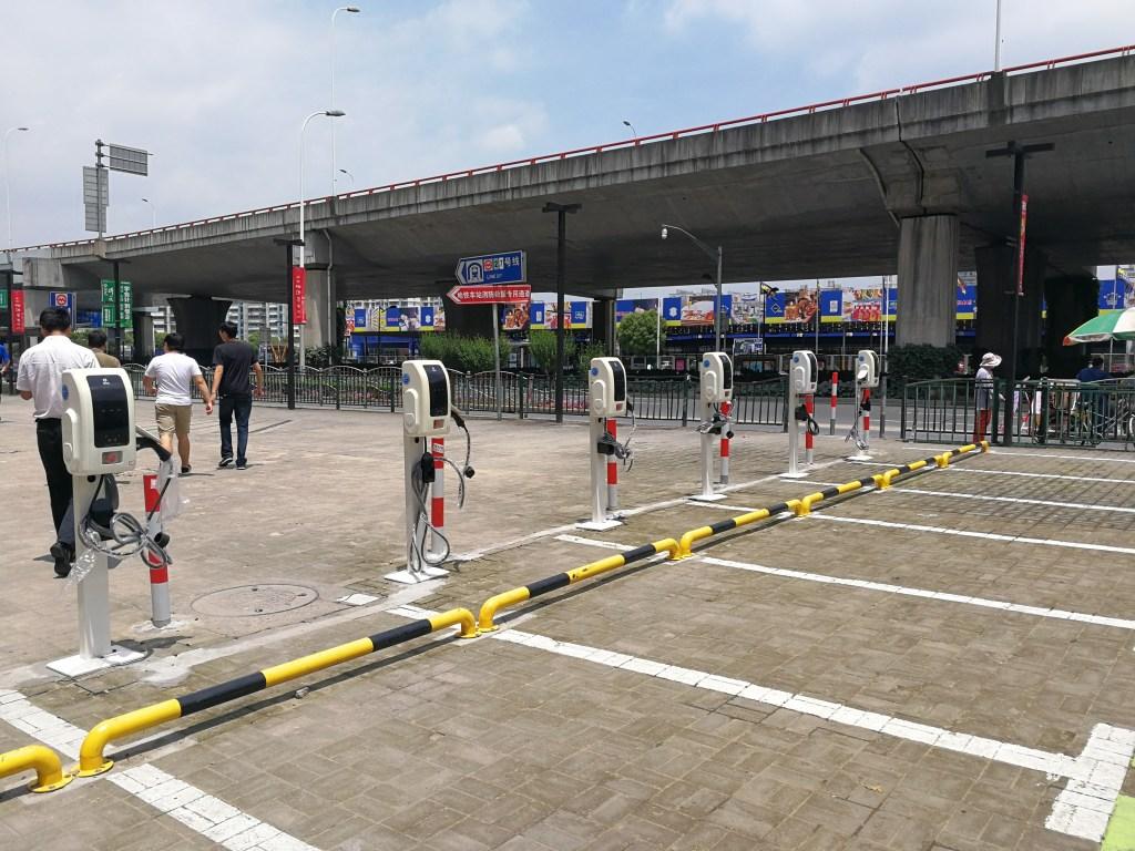 上海の給電スタンド