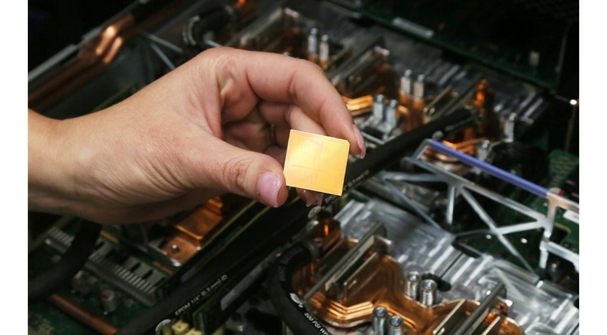 IBM、AI向けサーバーを発表、x86の約4倍の高速ディープ・ラーニングを実現