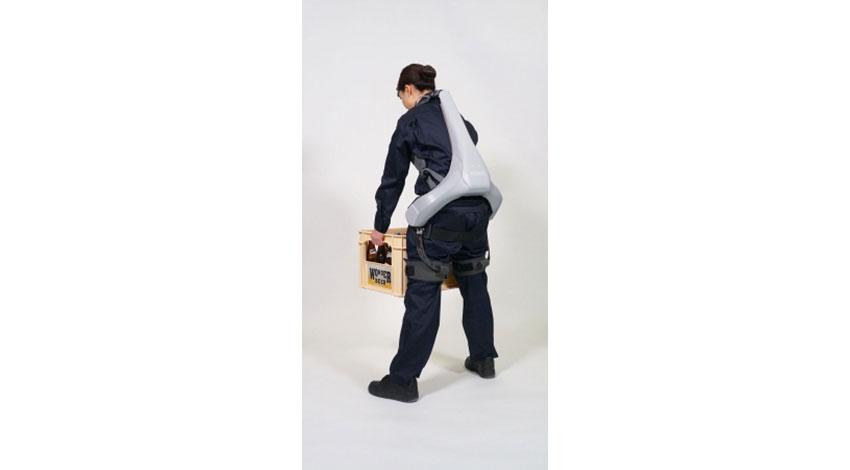 パナソニック、40%軽量化で介護にも対応、腰用パワーアシストスーツの新モデル「ATOUN MODEL Y」を発表