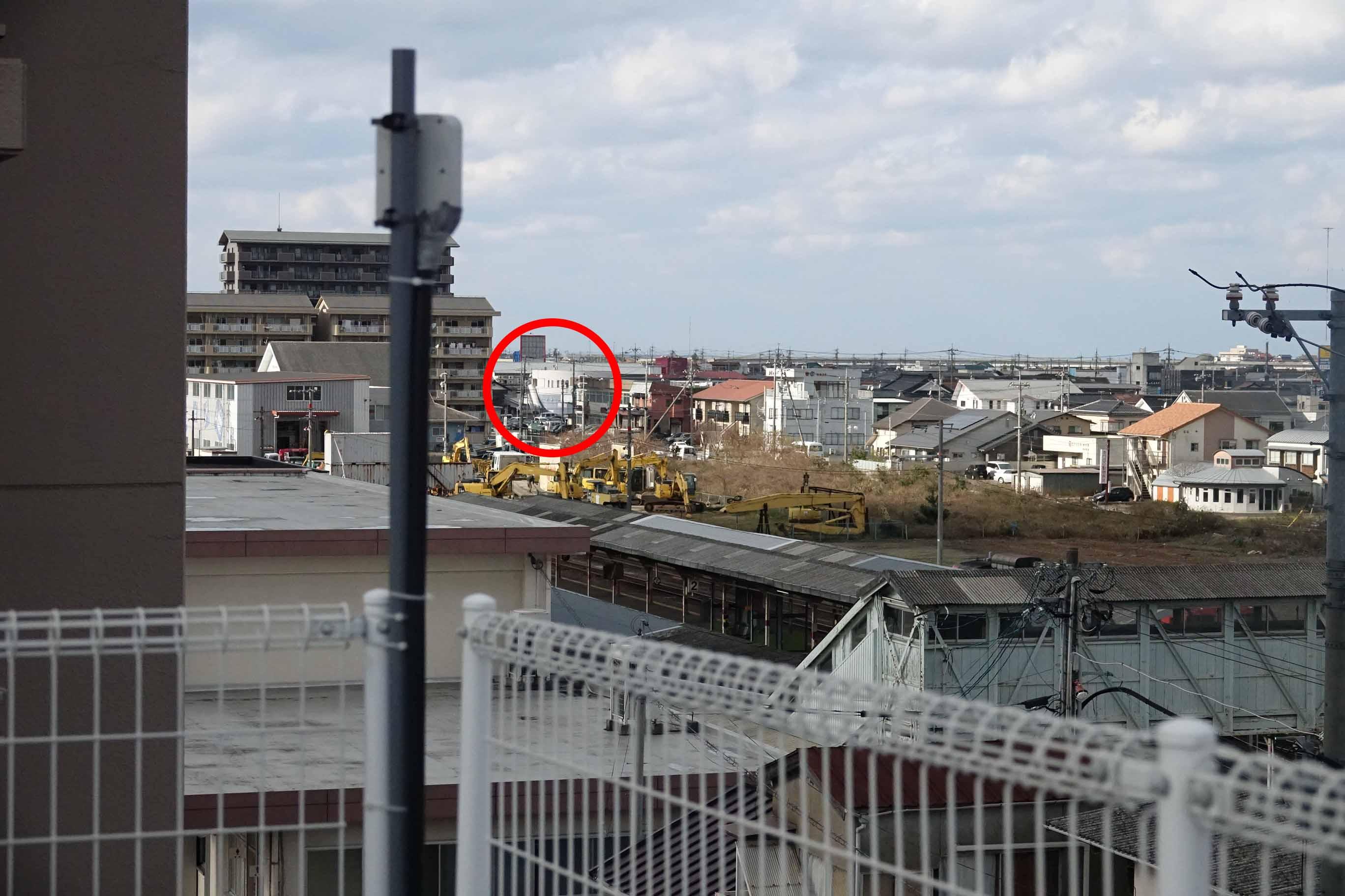 中継機と赤丸が監視センター