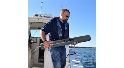 Hydroid、1人で持ち運び可能な小型自律型無人潜水機を発表