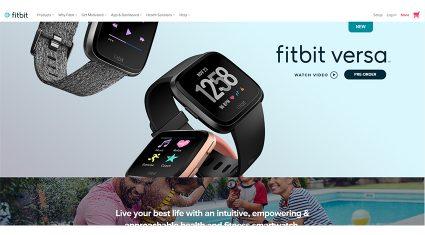 フィットビットが新型スマートウォッチ「Fitbit Versa」を発表、女性の健康トラッキング機能も追加