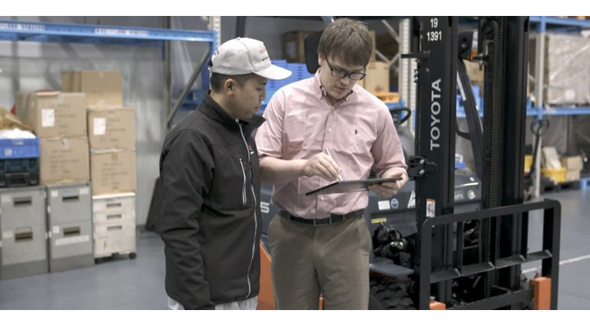 豊田自動織機とマイクロソフト、フォークリフトの予防保全プロジェクトを開始