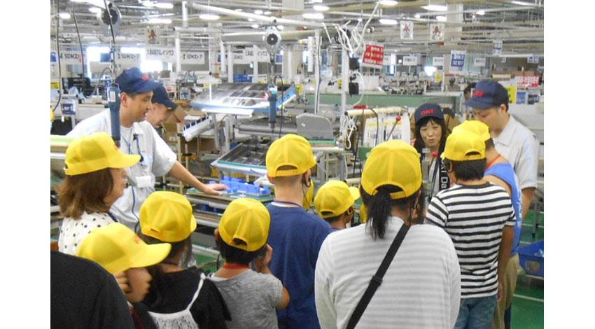 OKI、福島市の小学生親子向け「夏休みものづくり工場体験ツアー」を開催