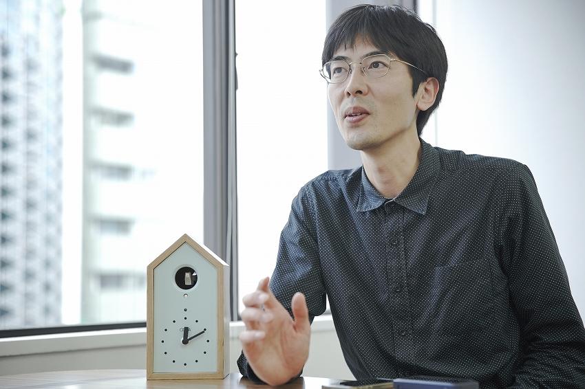 おもちゃクリエイター 高橋 晋平氏が人生を賭ける鳩時計『OQTA Clock(オクタクロック)』があたたかい