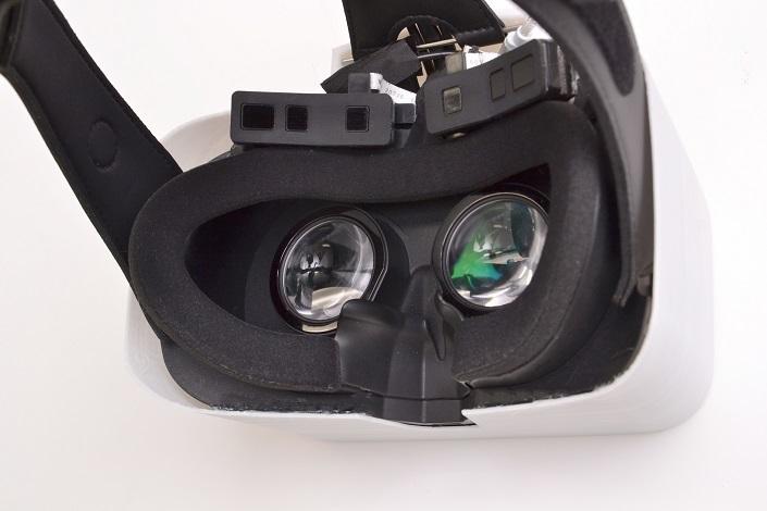 脳計測センサーと視線追跡型VRヘッドマウントディスプレイを一体化