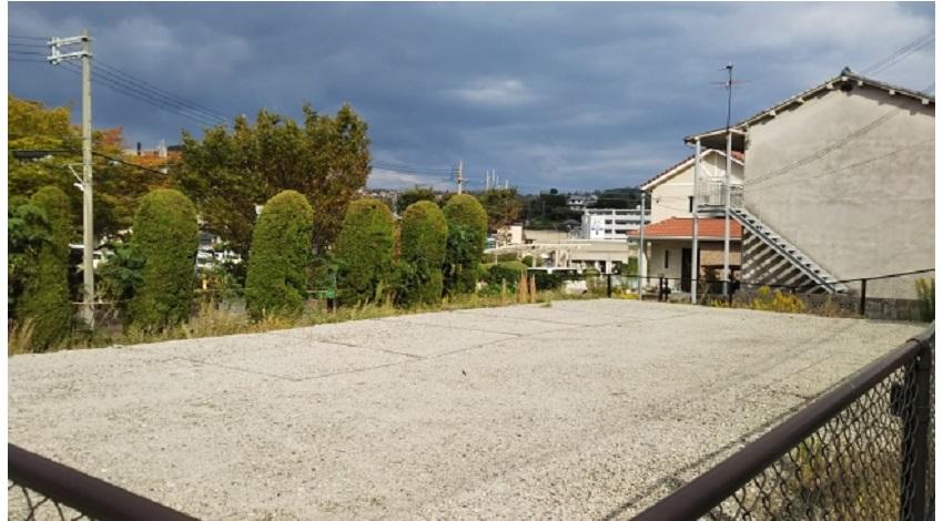 生駒市役所前駐車場