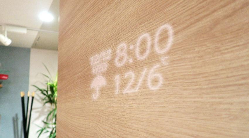 凸版印刷、「家族や地域の情報を表示する壁材」と「さりげなく健康を見守る床材」開発