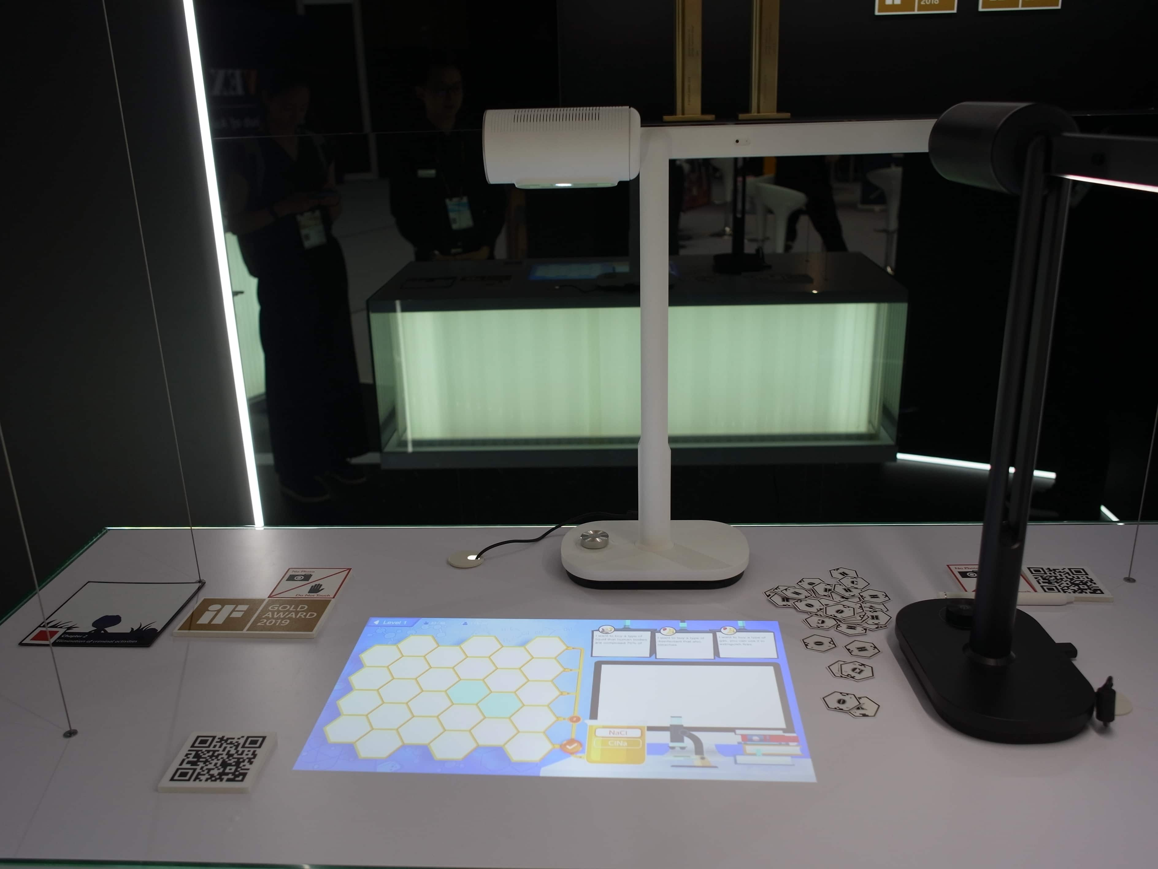 画像認識可能でインタラクティブな小型プロジェクター「LUMI」