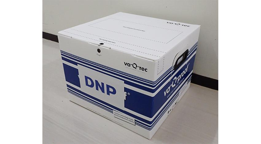 大日本印刷とva-Q-tec、開けずに内部のICタグを外から読取って内容物確認ができる電波透過型断熱ボックスを共同開発