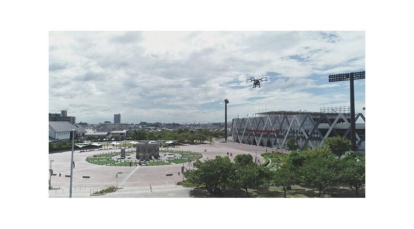 KDDIグループとセコム、AI・ドローン・ロボット・5Gを活用したスタジアム警備の実証実験を実施