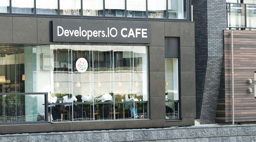 Developers.IO CAFE、モバイルオーダーとウォークスルー決済でスムーズな買い物体験を提供