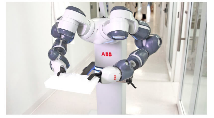 ABB、ロボットで病院の臨床研究や物流業務をサポートする新医療ハブを開設