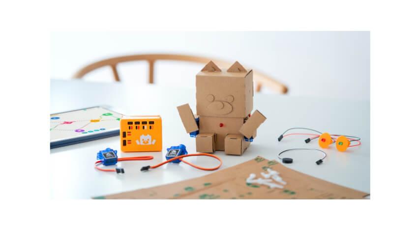 NTTドコモとタカラトミー、ダンボールロボットによるプログラミング教育サービス「embot」の共同事業を開始