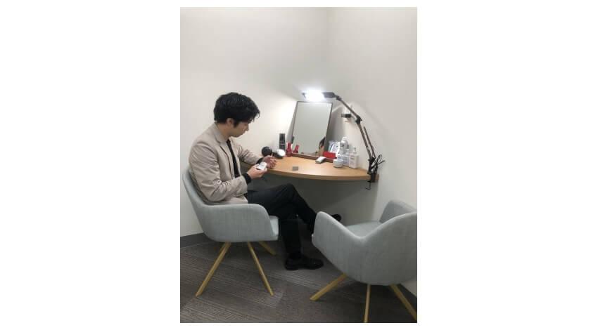 クレスト、AIによる年齢推定で社員の疲労顔を確認できる「男女兼用パウダールーム」をオフィスに導入