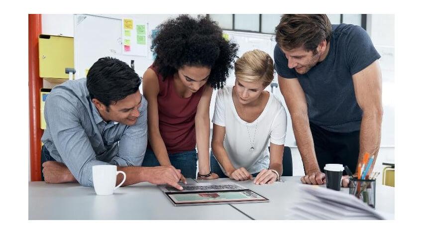 レノボ、中小企業の従業員4割が職場のテクノロジー環境に不満と回答