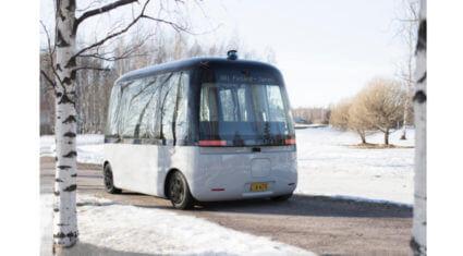 SBドライブ、自動運転バスの普及に向けて全天候型の自動運転バス「GACHA」を開発したSensible 4と協業