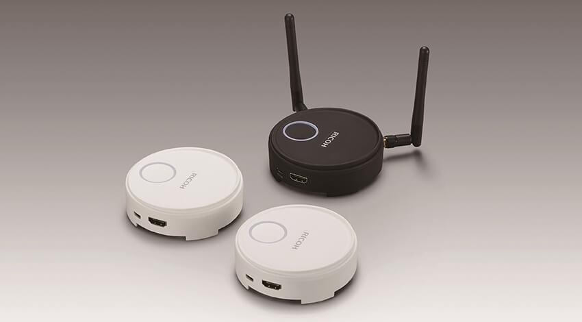 リコー、映像機器とパソコンをワイヤレスで接続するプロジェクションデバイスを発売