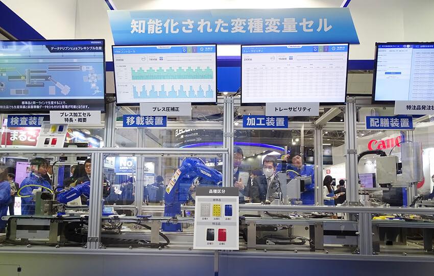特注品の割り込み生産に対応するラインのデモ展示。展示では製品の加工・検査の工程におけるデモンストレーションを行っていた