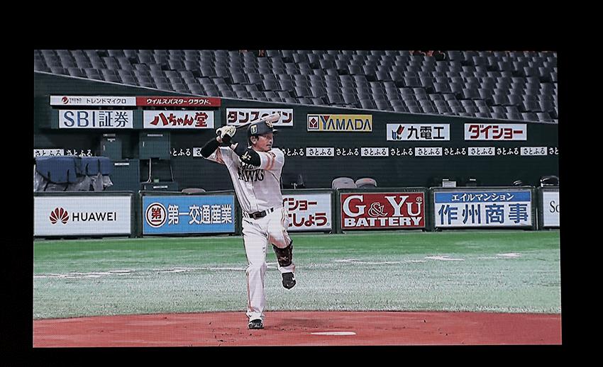 福岡paypayドームにいる福岡ソフトバンクホークス・松田宣浩選手がスィングする姿をマルチアングルで撮影し、東京の会場において多視点から楽しむデモンストレーションが行われた