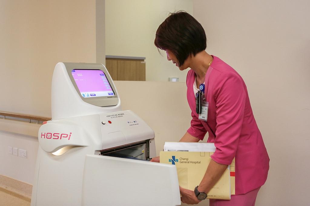 パナソニックの自律搬送ロボット「HOSPI®」がシンガポールのチャンギ総合病院で稼働