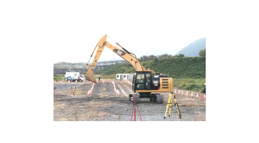 NECの適応遠隔制御技術、建機の遠隔操縦で作業効率の向上を実証