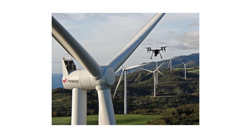 JパワーとKDDI、ドローンを用いた風力発電設備の自動点検の有効性を実証