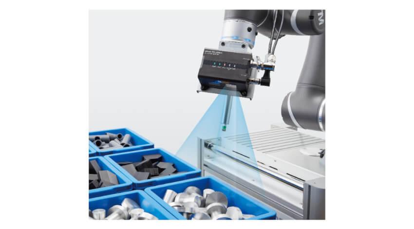 オムロン、バラ積みの自動車部品を3次元で認識するロボット搭載型3Dビジョンセンサー「FH-SMDシリーズ」を発売