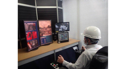 竹中と鹿島、現場内コックピットからタワークレーンの遠隔操作を実現