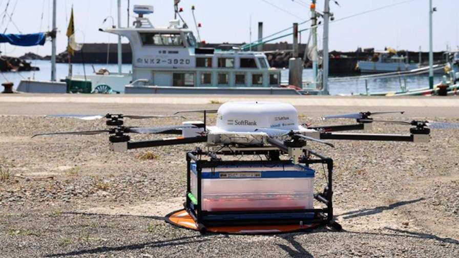 ソフトバンク・ウフル・イームズロボティクス、誤差数センチで鮮魚を運搬するドローン物流の実証実験を実施