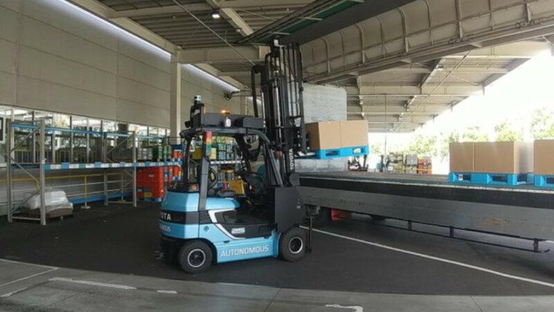 大和ハウス工業・花王など、AI搭載の自動運転フォークリフトを活用したトラックの積卸し自動化に関する共同実証事業を開始